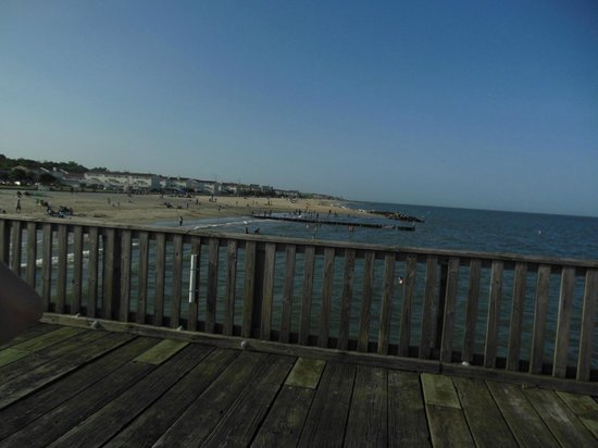 Buckroe Beach and Park : looking out over the walking pier