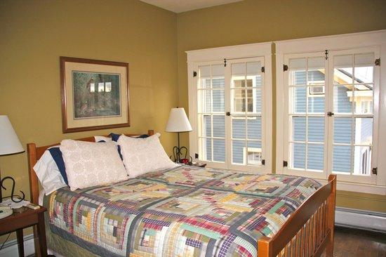 Inn on the Green: Bristol room, main bedroom