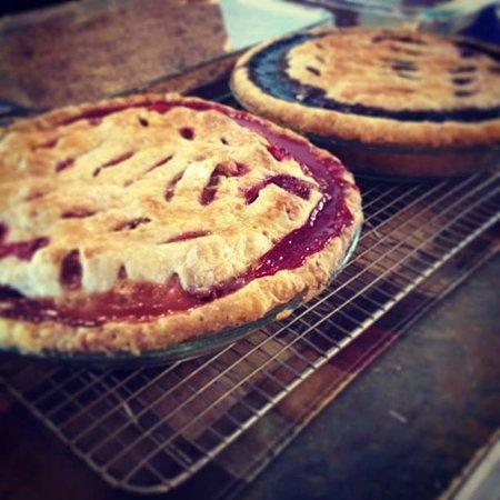 Mariner's Landing: Homemade pies!