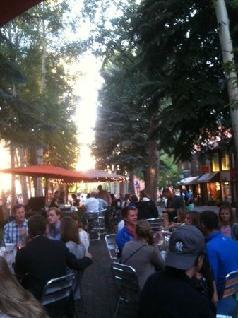 Finbarr's Irish Pub: a lovely July evening at Finbarr's in Aspen