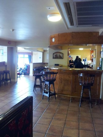 Achill Head Hotel: The Main Bar ~ Spotless, bright and welcoming.