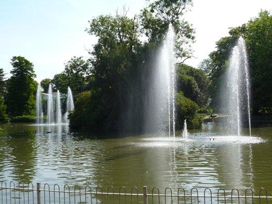 Royal Pump Rooms: Water display as you enter gardens