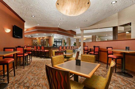 crowne plaza columbus north worthington ohio hotel. Black Bedroom Furniture Sets. Home Design Ideas