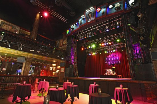 House of Blues IS the ultimate night out. It's where great food sets the stage for amazing live concerts. From VIP experiences with the world's best artists to our world-famous Gospel Brunch on Sundays, House of Blues is truly where music and food feed the soul.