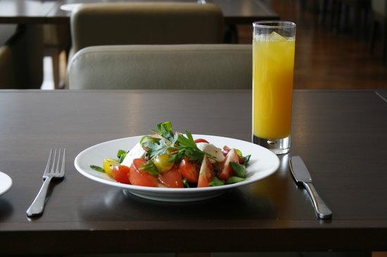 Metro West End: Mozzarella and Tomato salad as a healthier option