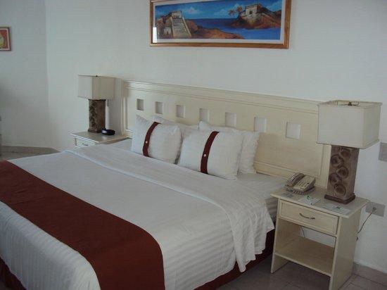 Holiday Inn Cancun Arenas : habitación