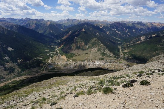 Red Mountain Motel, Cabins & RV Park: Silverton from the top of Mount Kendall