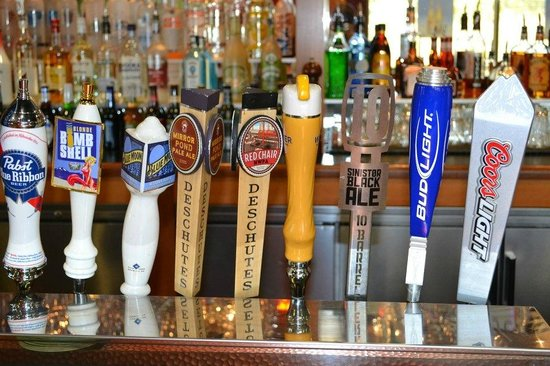 Beer Taps - Picture of Boston\'s Restaurant & Sports Bar, Bend ...