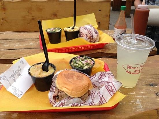 Moe's Original BBQ : as good as BBQ in the south