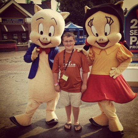 Six Flags New England: Character Greet