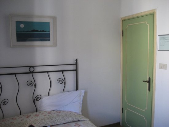 Casa di Sara B&B: just enough room to open the door