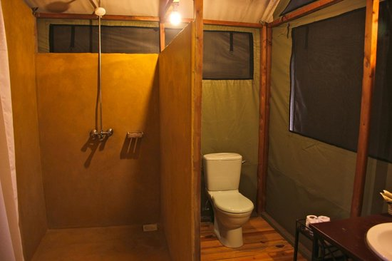 Lake Burunge Tented Camp: Baño
