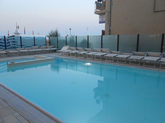 Hotel Euro: La piscina
