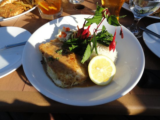 Gull Cottage Bed & Breakfast: Halibut at Schooner (fabulous)
