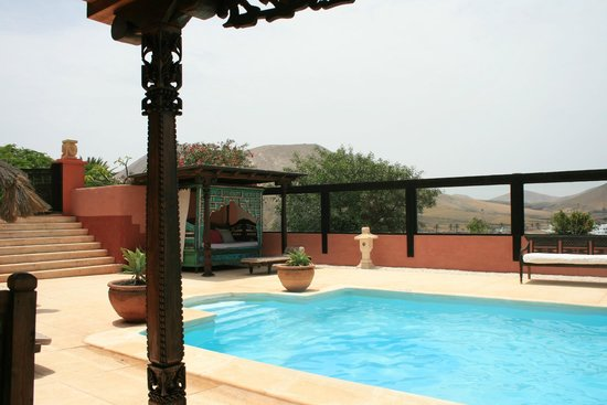 Casa el Morro: The pool with part of the beautiful view