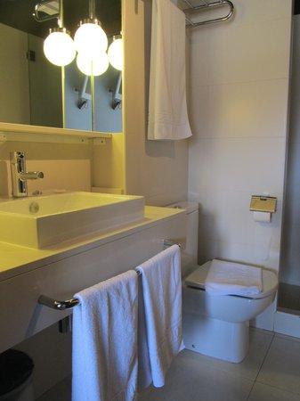 Hostal Badaloni: Туалет и душ