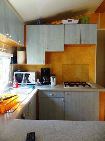 Camping le Patisseau: Coin cuisine