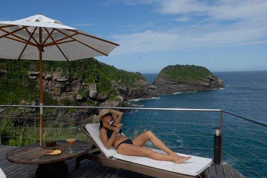 Cliffside Luxury Inn: cliffside bungalow balcony