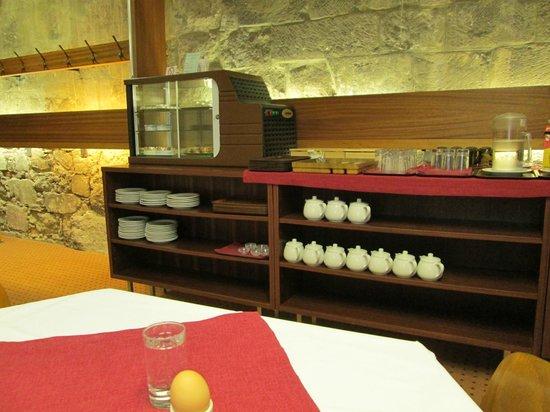 Benediktushaus Guest House: Breakfast