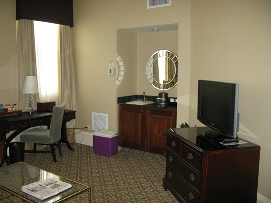 The Pfister Hotel: Parlor Room
