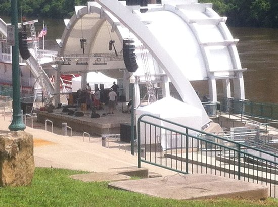 Haddad Riverfront Park: Live on the Levee