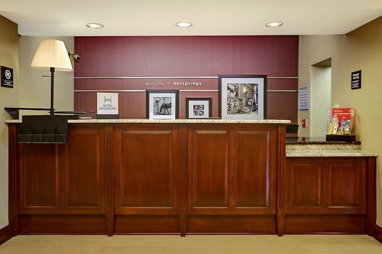 Hampton Inn Hot Springs: Front Desk