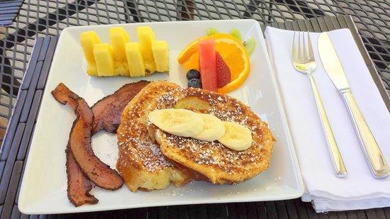 Arnold Black Bear Inn: Breakfast to Die For:)