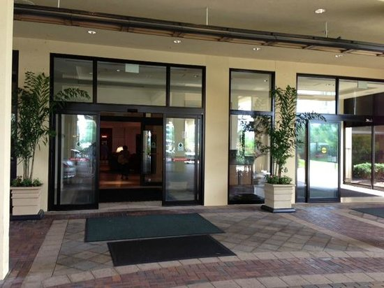 Doubletree Hotel Chicago Oak Brook: Entrance