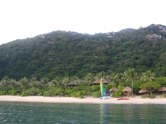 Six Senses Ninh Van Bay: the catamaran