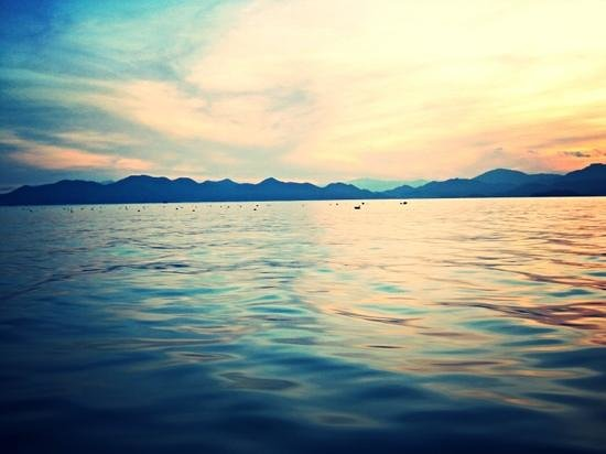 Six Senses Ninh Van Bay: sunset cruise on a speedboat- i found the colors surreal