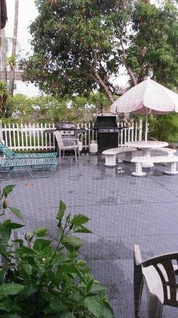 John's Pass Beach Motel: From Porch to Patio