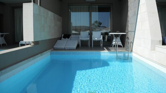 Avra Imperial Hotel: Our room with a pool