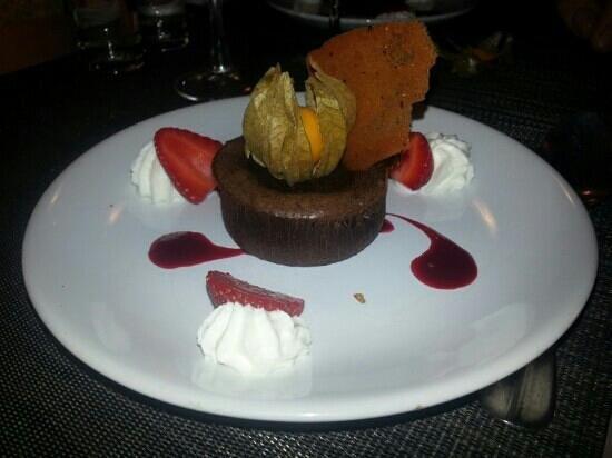 Auberge des Bouviers: Le Mi Cuit au chocolat.