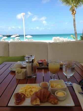 Ocean Lounge: Breakfast!