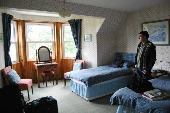 Granite Villa Guest House: Espaciosa y bonita habitación