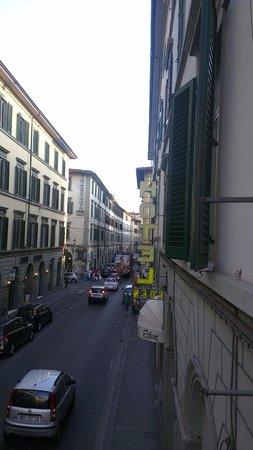 Hotel Eden: Via Nazionale dalla finestra (I piano) dell'Hotel