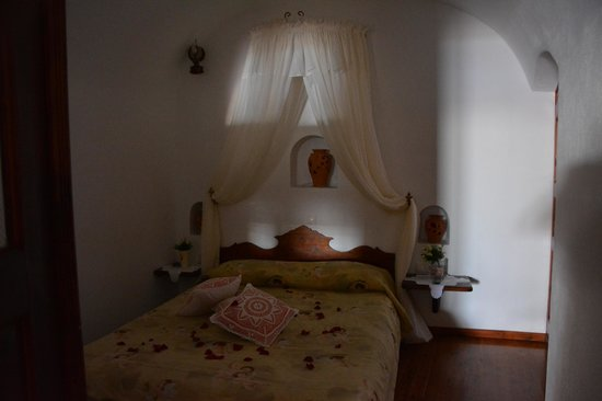 Delfini: our bedroom decorated with flowers