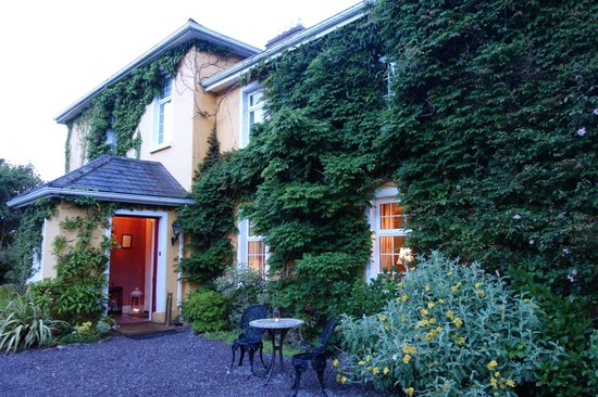 Carrig Country House & Restaurant : Exterior glows at sunset