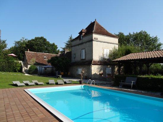 Domaine du Cloucau : la maison et la piscine