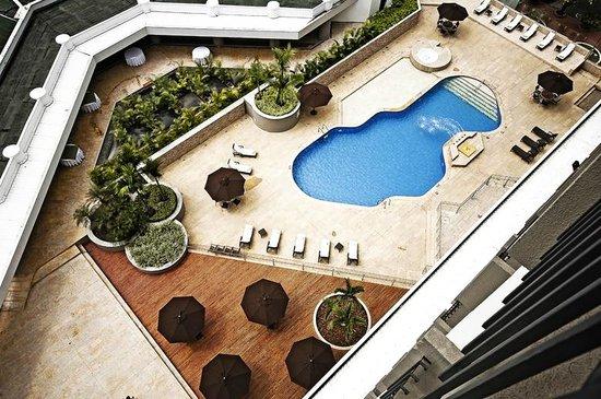 Movich Hotel Pereira : Pool