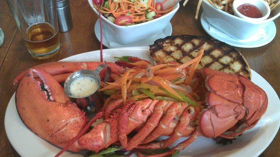 The Lobster Pound And Moore : 2 1/4 pound market lobster