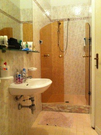 Hotel Baia Marina: bagno camera 106
