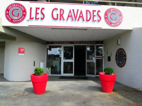 Hôtel Les Gravades : L'entrée de notre établissement