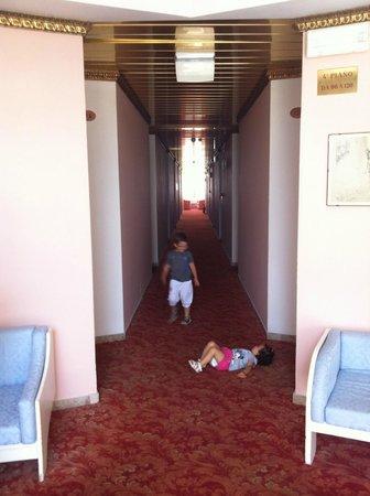 Hotel Baia Marina: corridoio