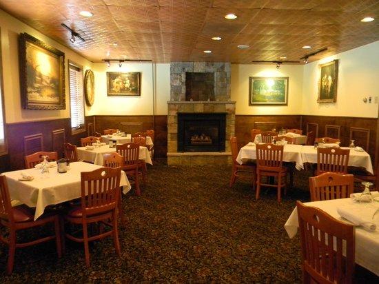 Copper Kettle Restaurant: Fireplace