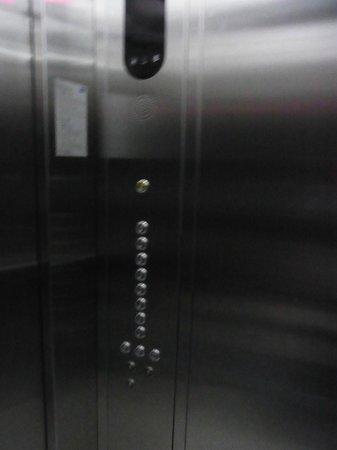 City Lodge Soi 9: エレベーター内部