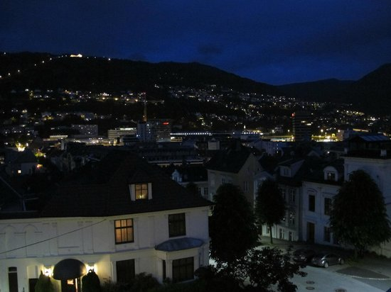 Hotel Park Bergen: Night view from room on the top floor