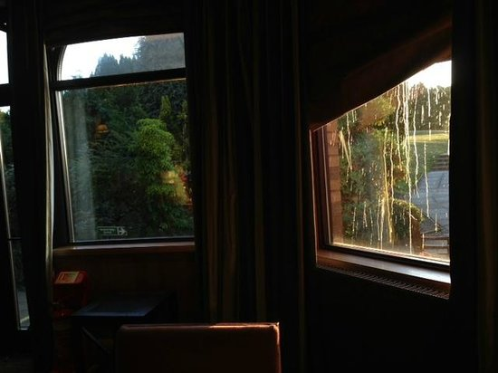 The Westerwood Hotel & Golf Resort - A QHotel: BAR: Dirty drips on window