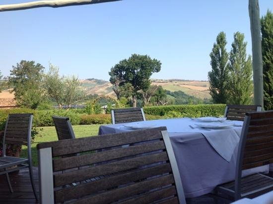 Urbino Resort - Tenuta Santi Giacomo e Filippo: view from breakfast terrace