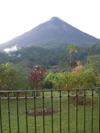 Costa Rica In Tours : View of Arenal Volcano from our hotel room.
